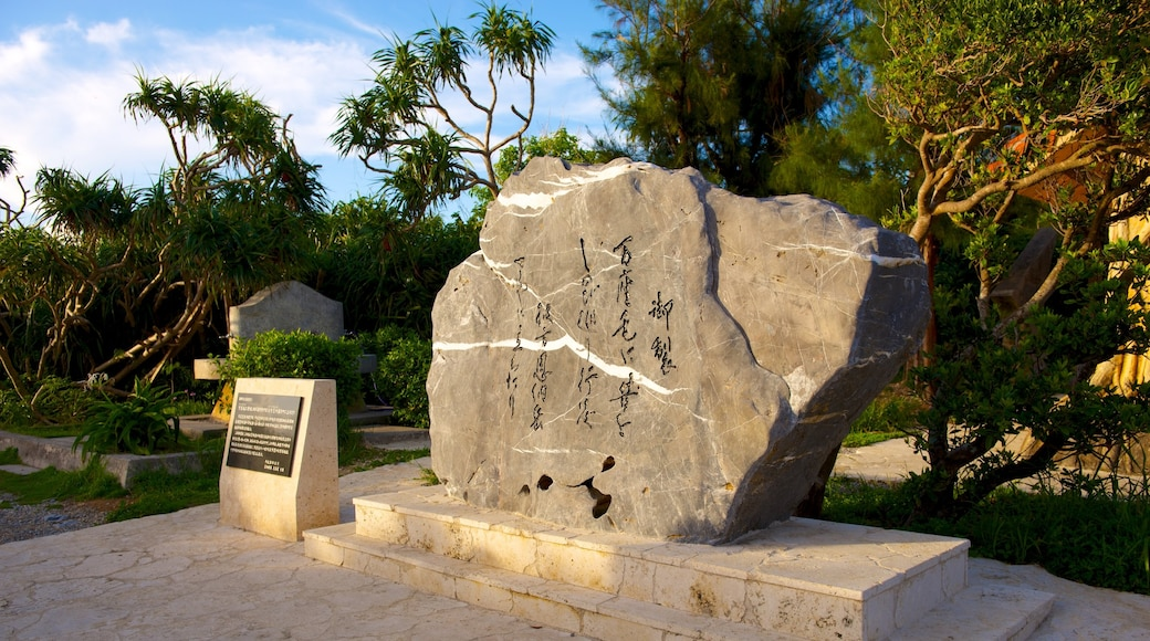 Cape Manza showing outdoor art and a monument