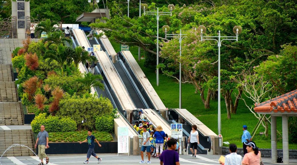 Ocean Expo Memorial Park sowie große Menschengruppe