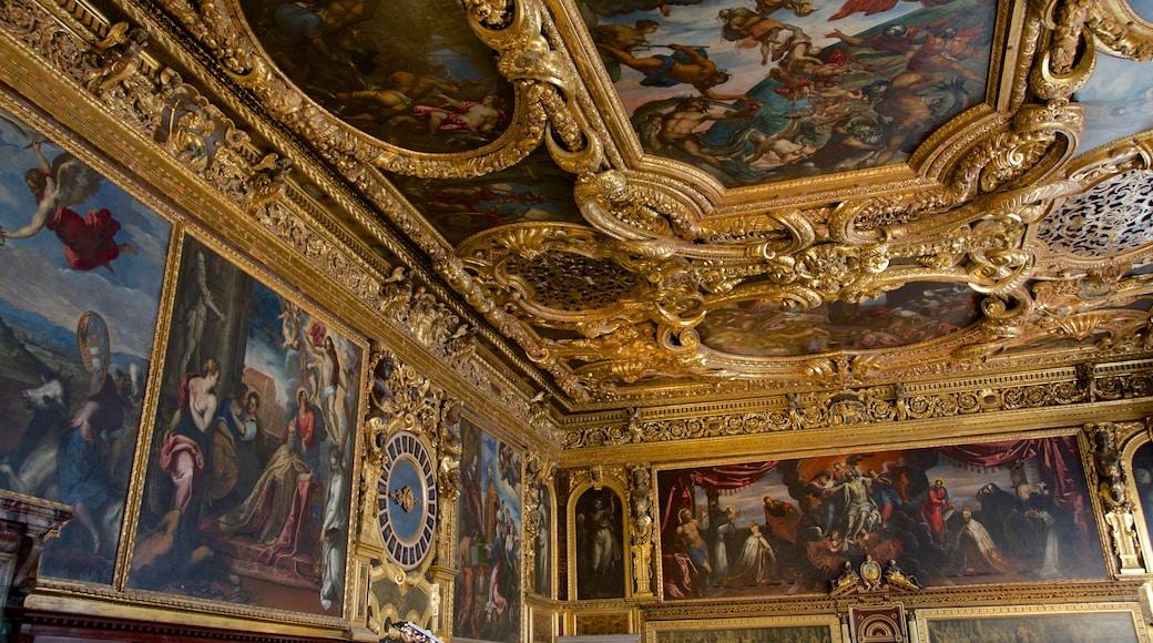Palacio Ducal mostrando un castillo, patrimonio de arquitectura y vistas interiores