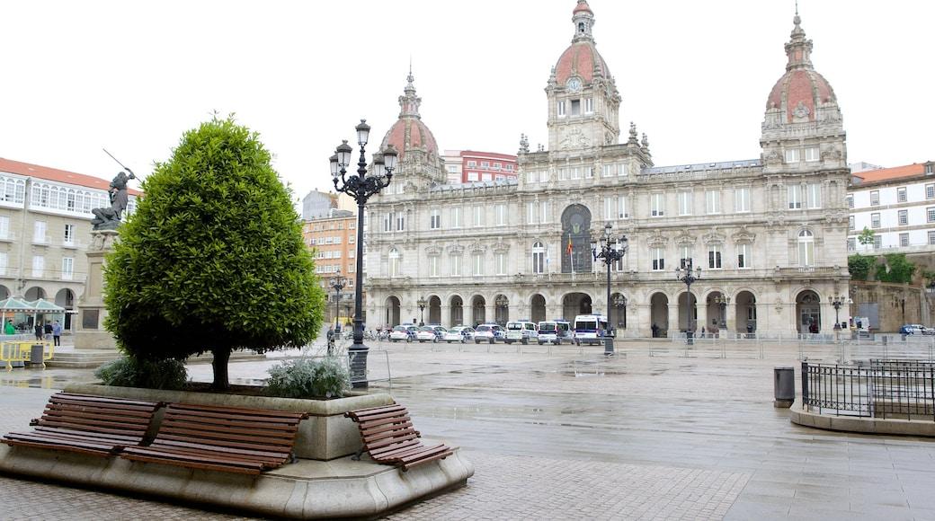 La Coruña que incluye arquitectura patrimonial y una plaza
