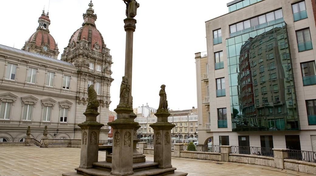 La Coruña que incluye una plaza y arquitectura patrimonial