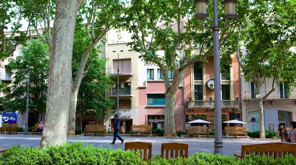 Figueras mettant en vedette scènes de rue et maison
