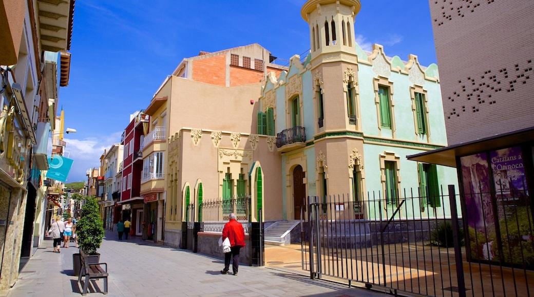 Malgrat de Mar toont een klein stadje of dorpje, historische architectuur en straten