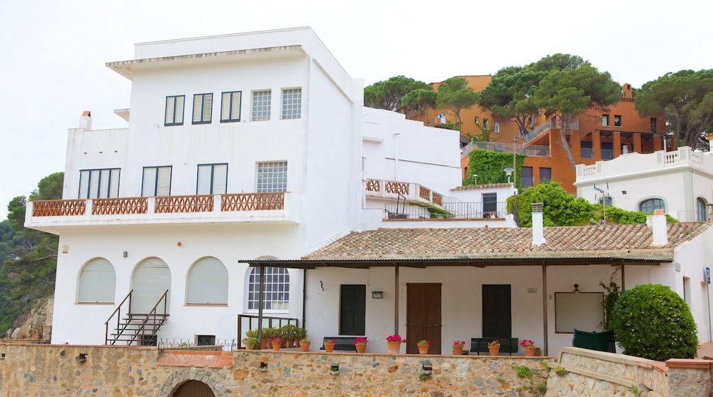 Llafranc presenterar ett hus