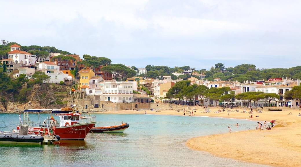 Llafranc presenterar en kuststad och en strand