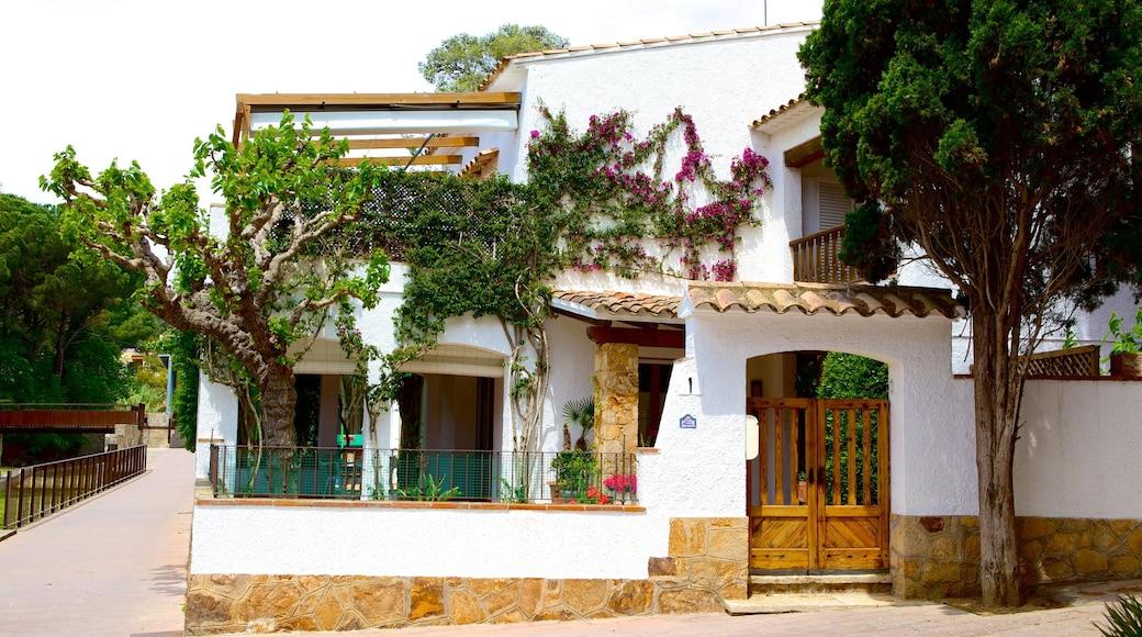 Llafranc som inkluderar gatuliv och ett hus