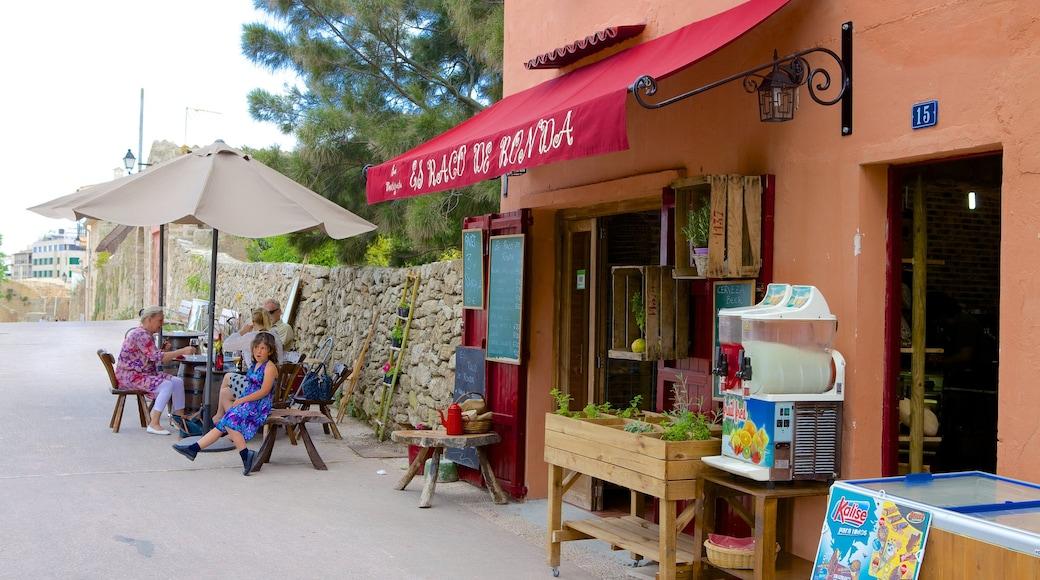 Alcúdia mit einem Straßenszenen, Kleinstadt oder Dorf und Café-Szenerien