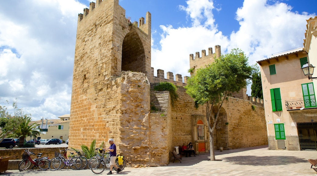 Alcúdia welches beinhaltet historische Architektur, Palast oder Schloss und Ruine