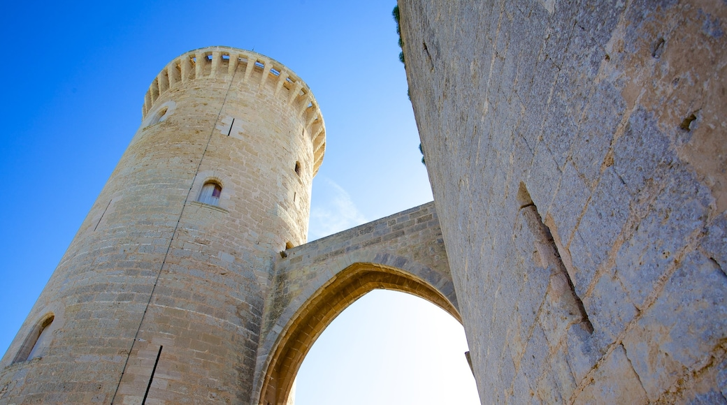 Bellverin linna joka esittää linna tai palatsi ja vanha arkkitehtuuri