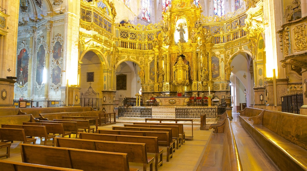 Basílica de San Francisco mostrando aspectos religiosos, vistas de interior y una iglesia o catedral