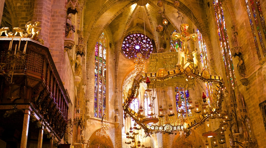Mallorca Cathedral which includes religious elements, interior views and heritage architecture