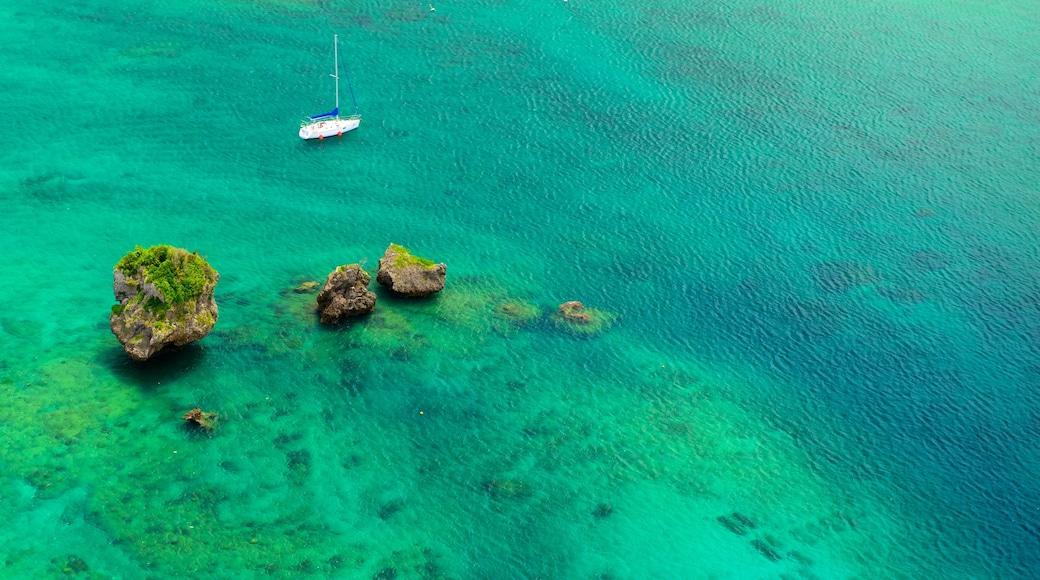 Okinawa mit einem farbenfrohe Riffe