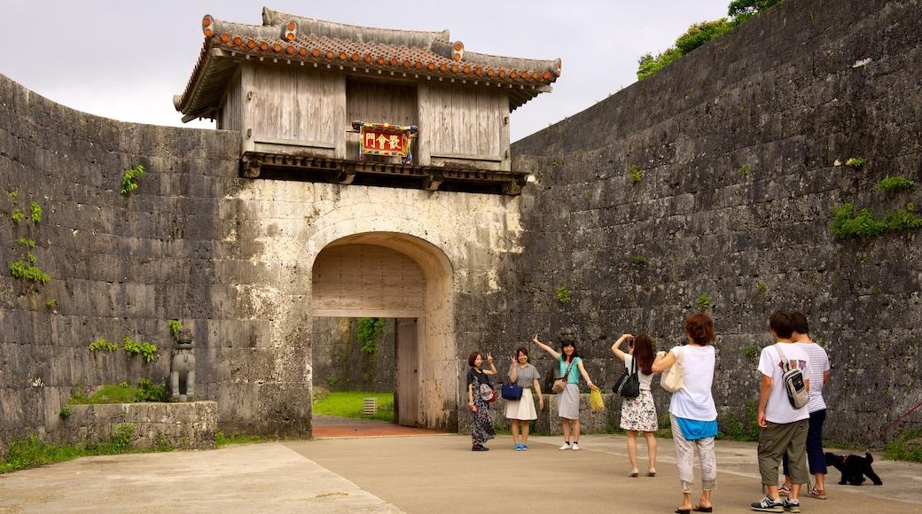 슈리조 성 을 보여주는 문화유산 건축 뿐만 아니라 대규모 사람들