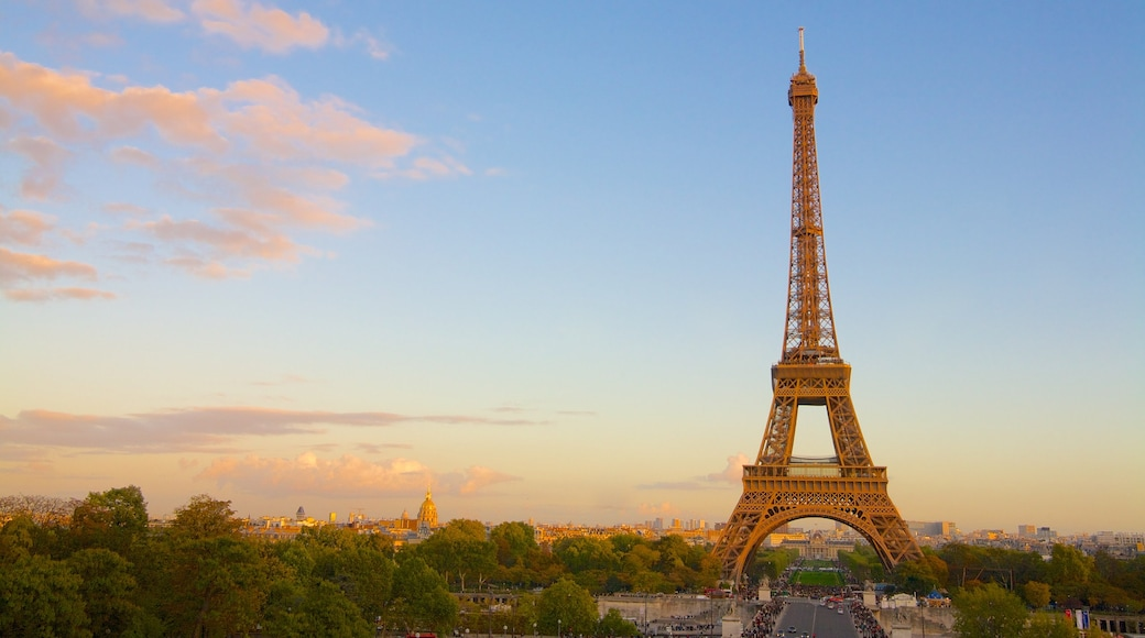Eiffel Tower which includes a sunset, a monument and heritage architecture