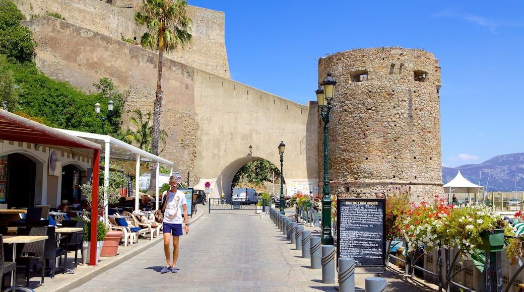 Calvi mettant en vedette patrimoine architectural et château ou palais