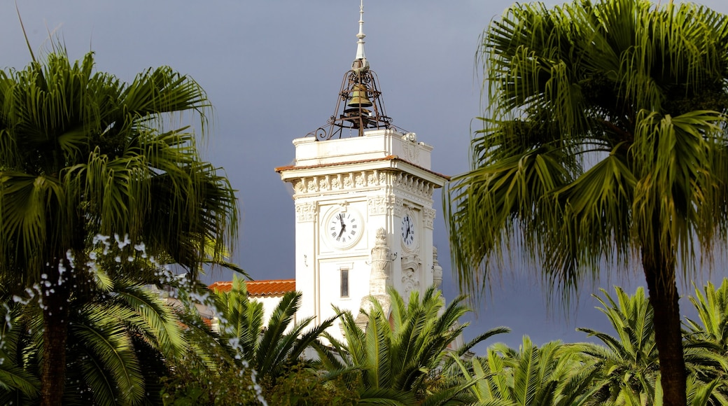 Place Foch montrant patrimoine architectural