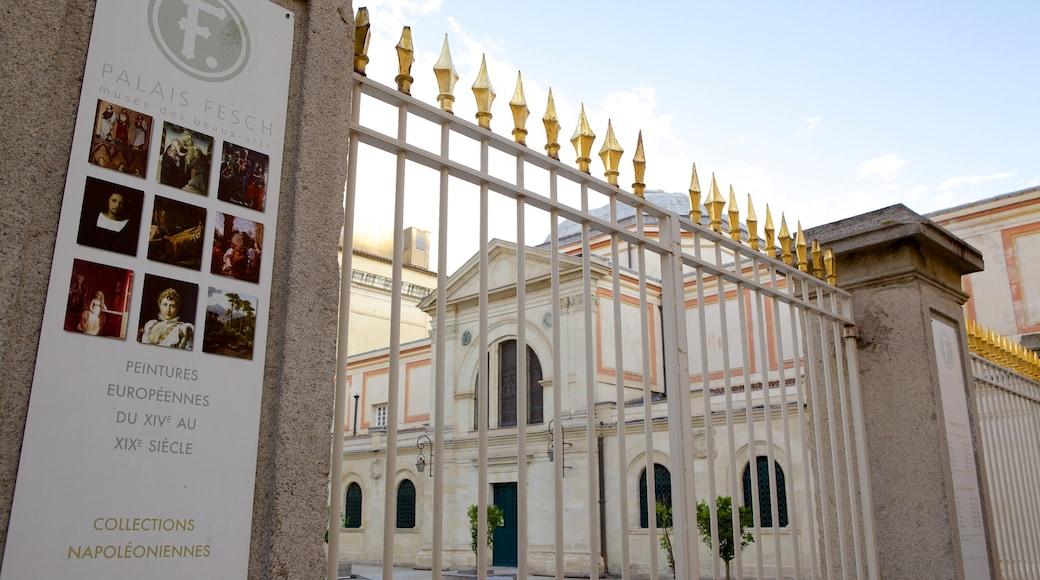Musée Fesch montrant signalisation et patrimoine architectural