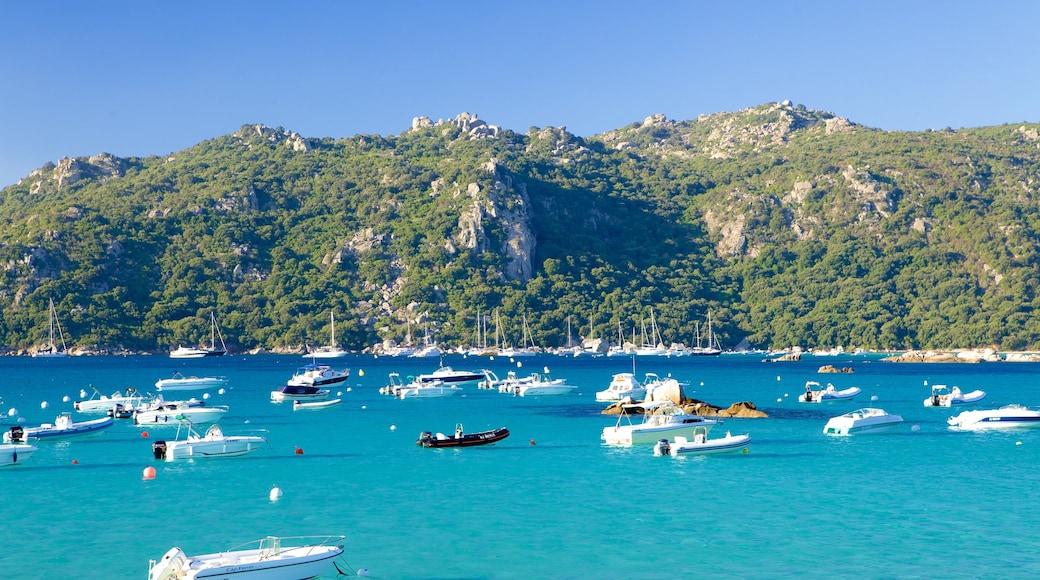 Plage de Santa Giulia qui includes baie ou port et vues littorales