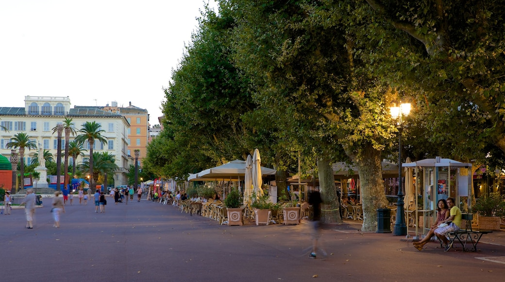 Place St-Nicolas which includes a square or plaza