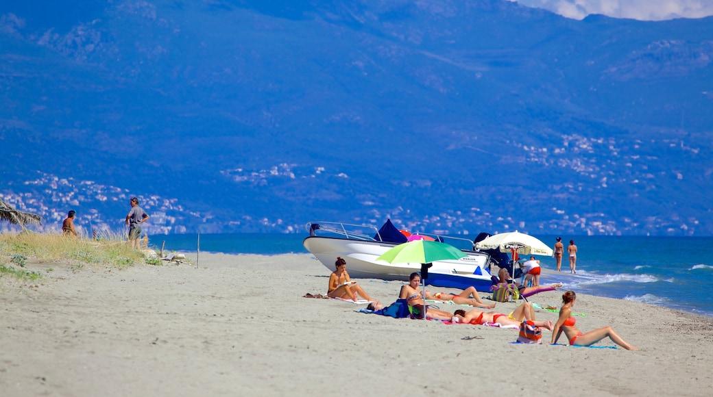 Plage de La Marana qui includes plage de sable