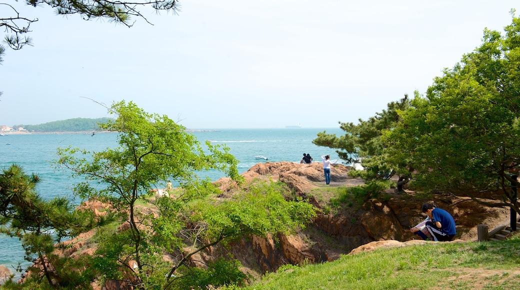 Lu Xun Park which includes rugged coastline
