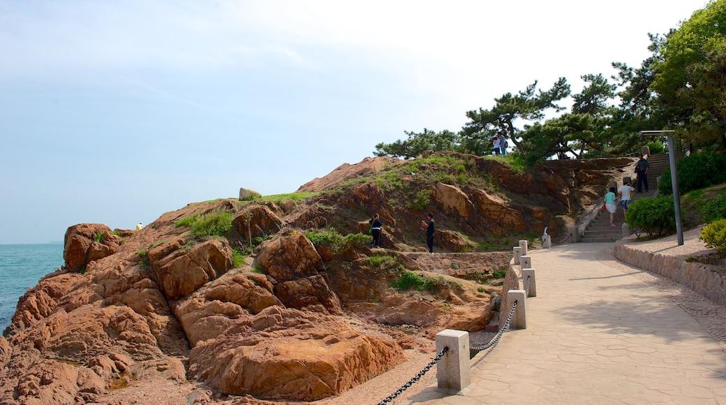 Lu Xun Park featuring rugged coastline