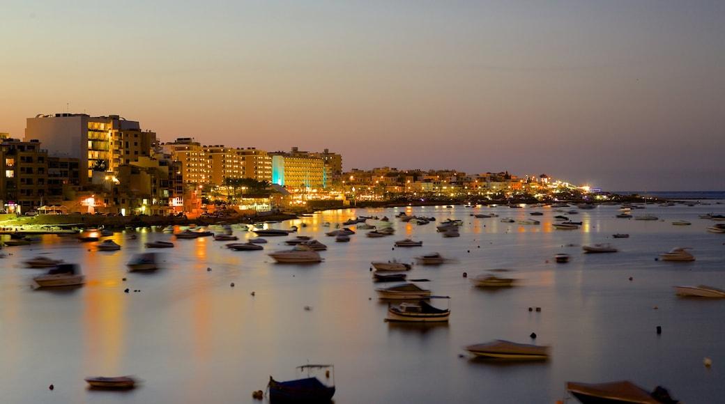 Qawra welches beinhaltet Küstenort, Sonnenuntergang und allgemeine Küstenansicht
