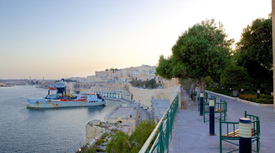 Grand Harbour mit einem Bucht oder Hafen