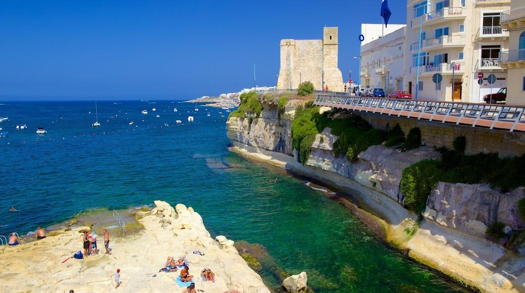 San Pawl il-Baħar mettant en vedette ville côtière et côte escarpée