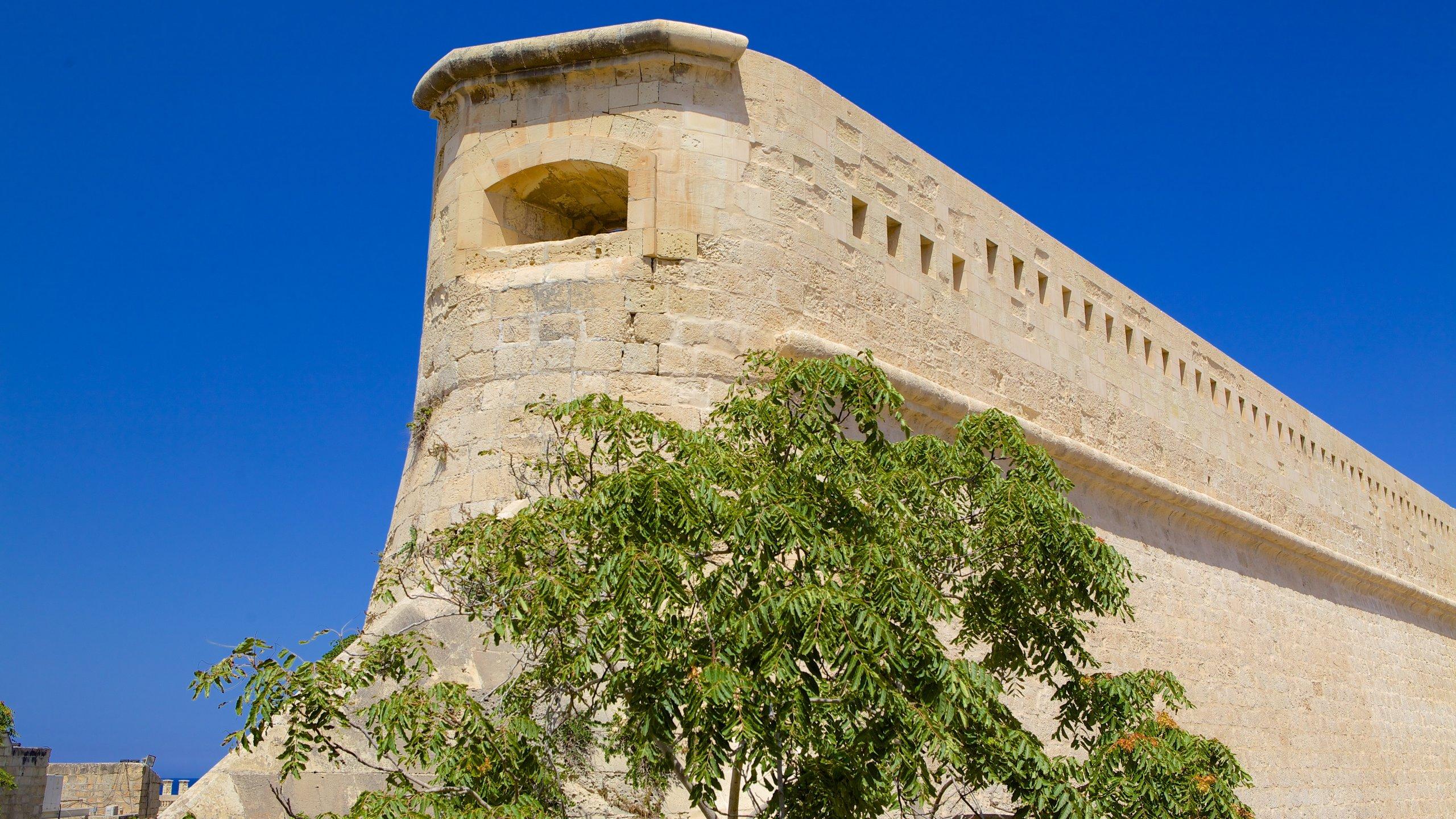 Diese mächtige Festung hält seit über 400 Jahren Wache über die Hauptstadt Maltas. Lassen Sie sich von dramatischen Aufführungen mitreißen, die Ihnen gleichzeitig noch allerhand Wissenswertes über die historischen Belagerungen näherbringen, die hier einst stattfanden.