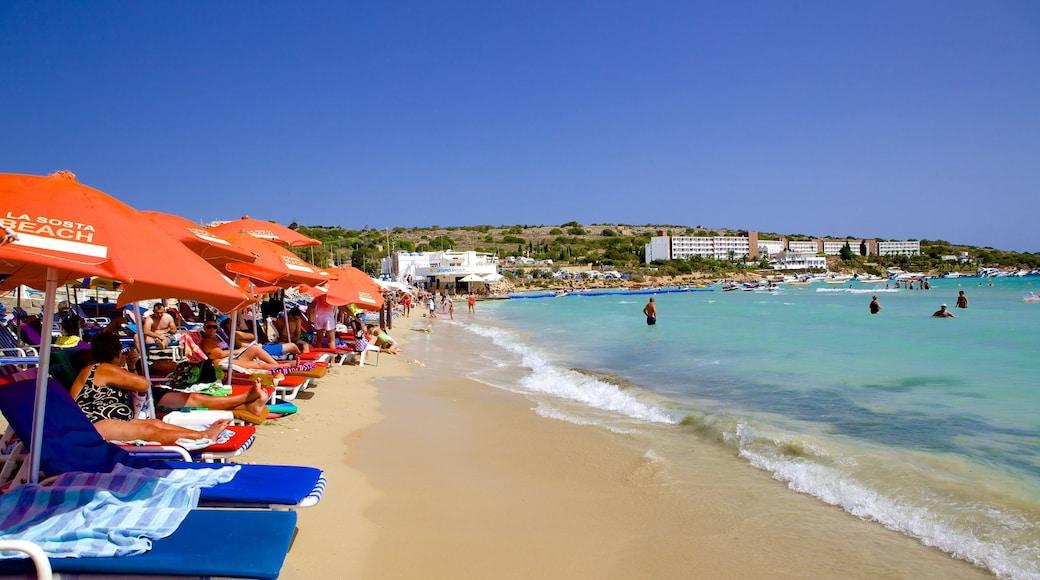 Mellieha Bay che include spiaggia sabbiosa