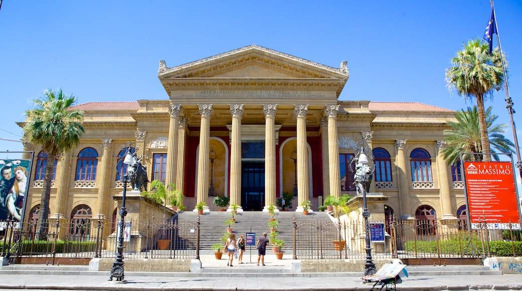 Palermo which includes an administrative buidling, street scenes and heritage architecture