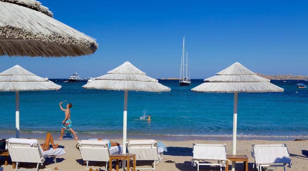 Playa Romazzino mostrando una playa