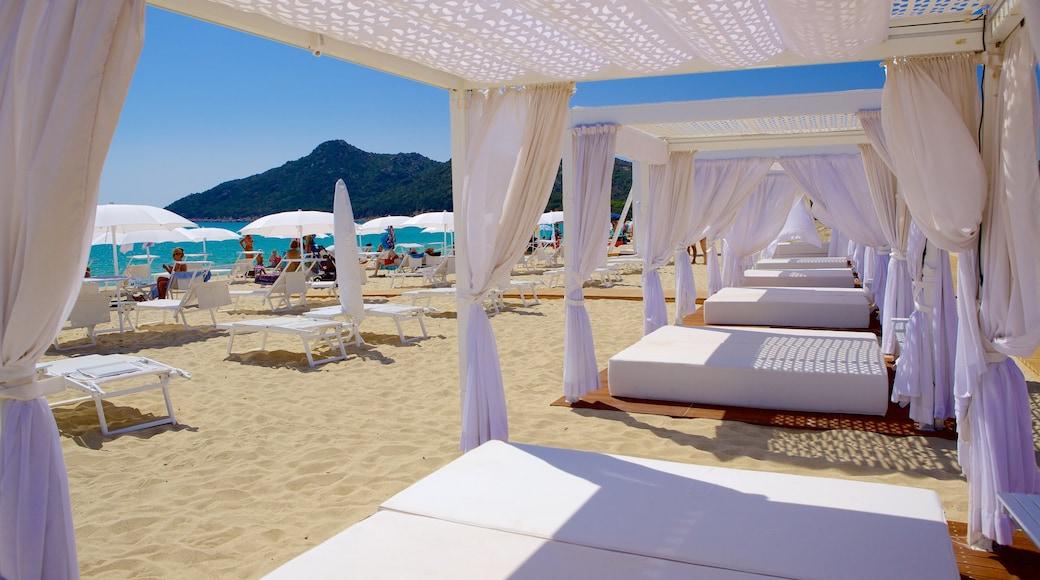 Cala Sinzias ofreciendo una playa