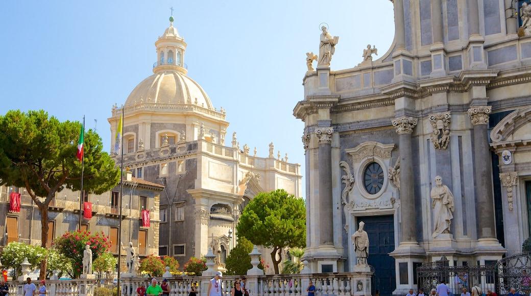 Platz der Kathedrale welches beinhaltet religiöse Elemente, Kirche oder Kathedrale und historische Architektur