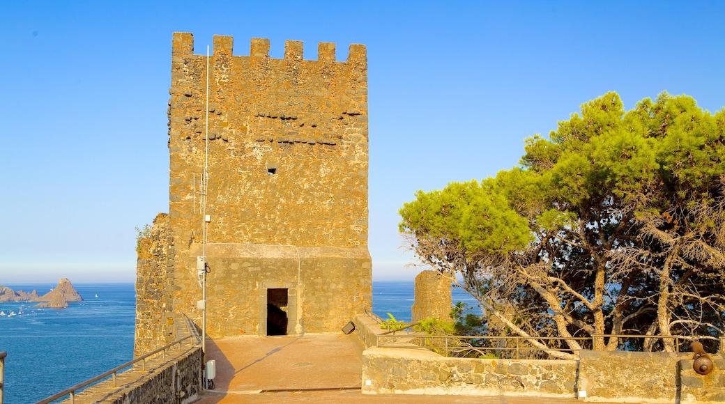 Aci Castello ofreciendo palacio y arquitectura patrimonial