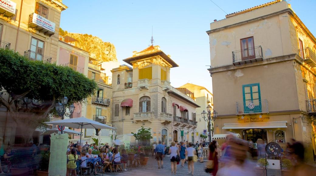 Cefalu welches beinhaltet historische Architektur, Kleinstadt oder Dorf und Straßenszenen