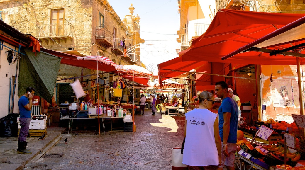 Il Capo Market showing markets and street scenes