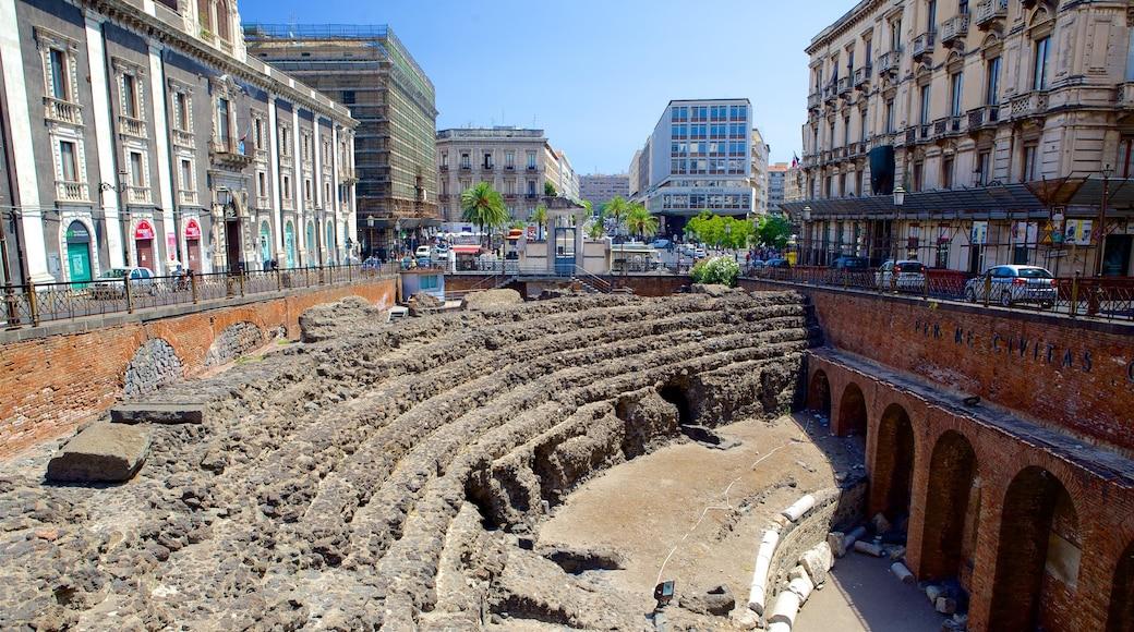 Anfiteatro romano mostrando una ruina
