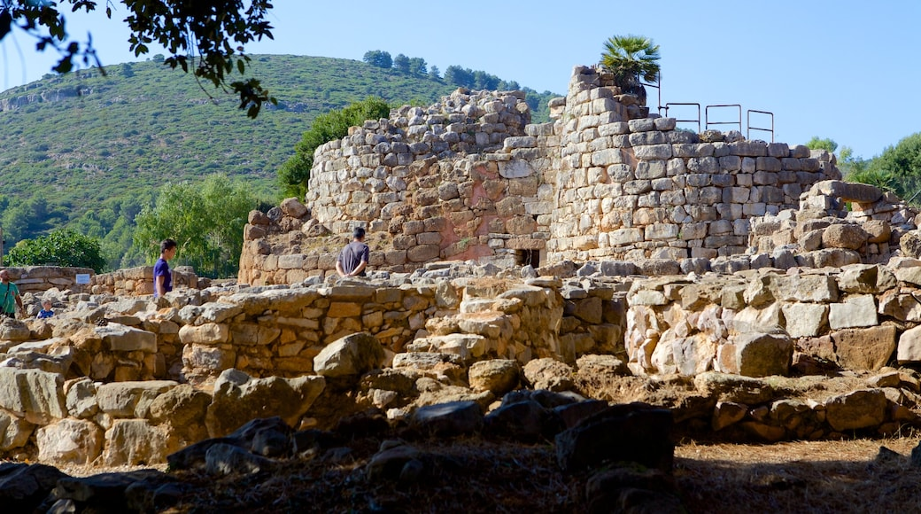 Nuraghe di Palmavera ซึ่งรวมถึง ซากปรักหักพัง และ มรดกทางสถาปัตยกรรม