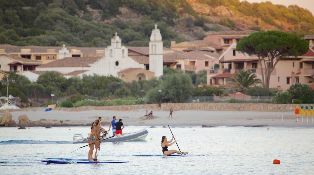 Playa La Marinella mostrando vistas generales de la costa, deportes acuáticos y una playa