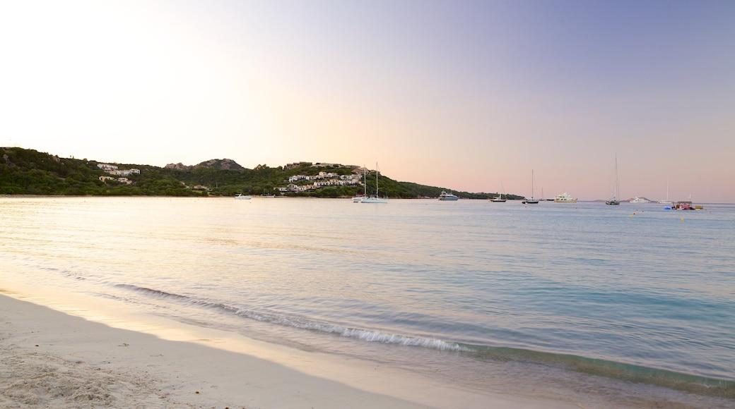 Playa La Marinella ofreciendo una playa, vistas de paisajes y vistas generales de la costa