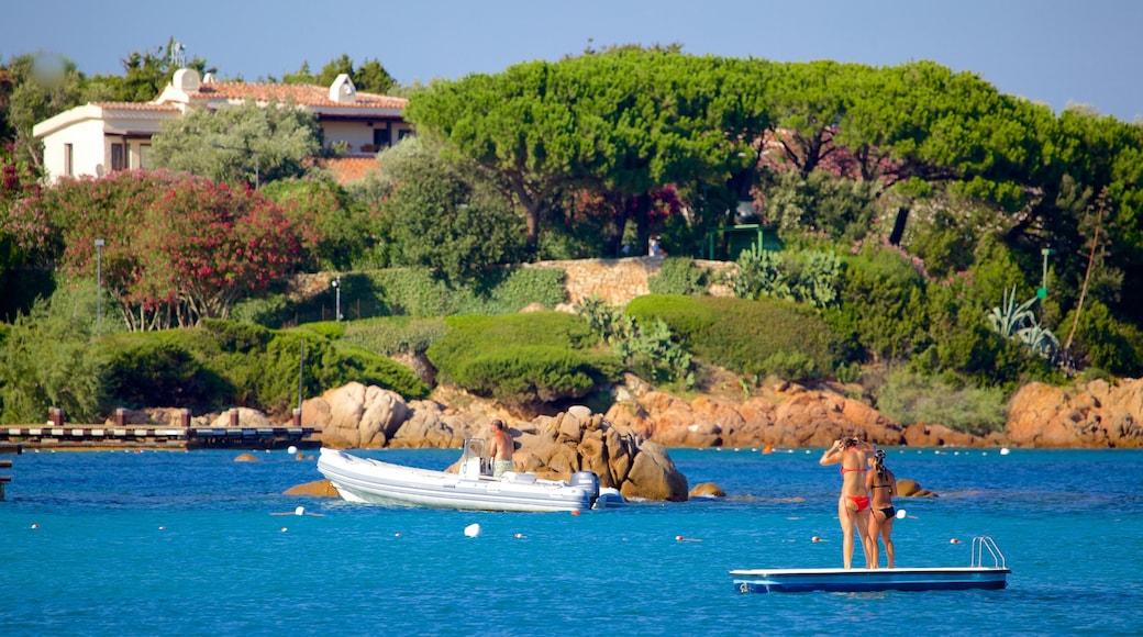 Playa Romazzino que incluye costa rocosa