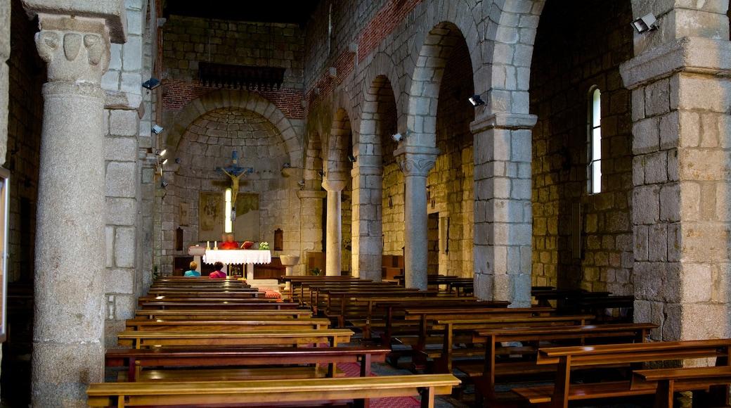 Basílica de San Simplicio ofreciendo vistas interiores, una iglesia o catedral y patrimonio de arquitectura