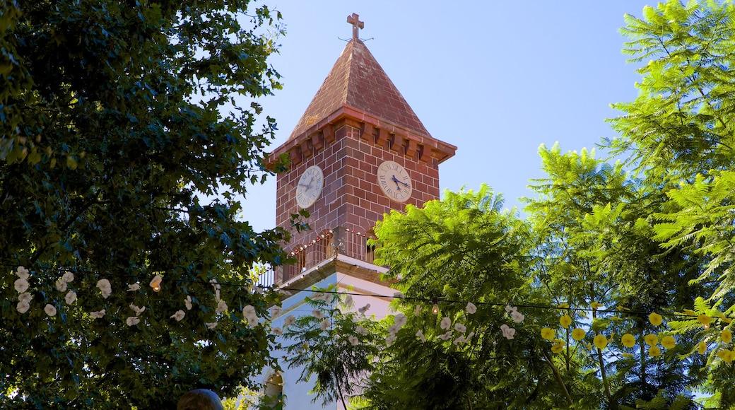 Machico qui includes éléments religieux, église ou cathédrale et patrimoine architectural