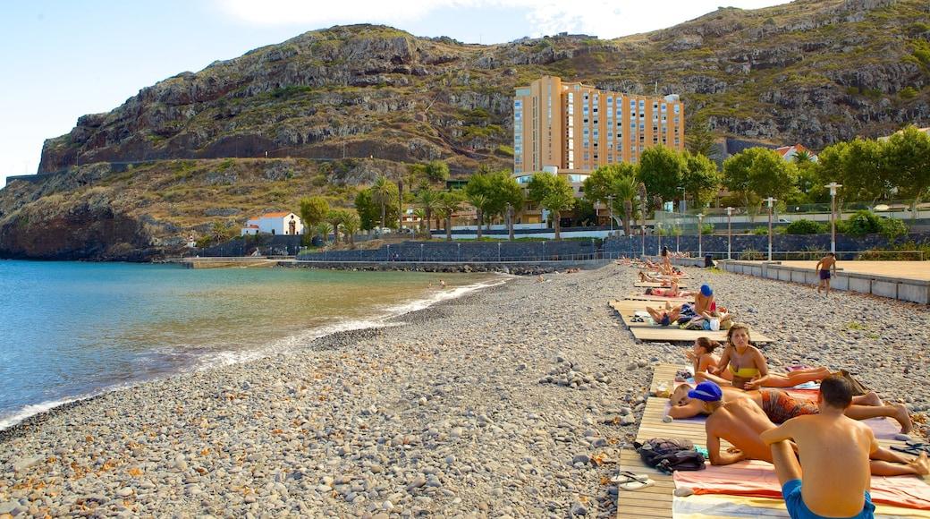 Machico qui includes plage de galets