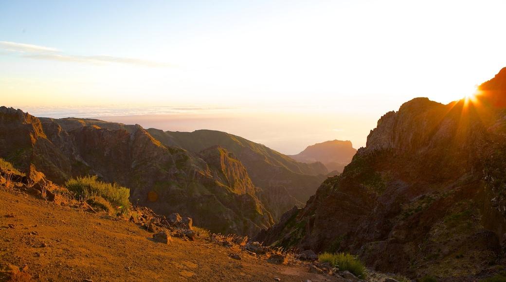 Pico do Ariero inclusief bergen en een zonsondergang