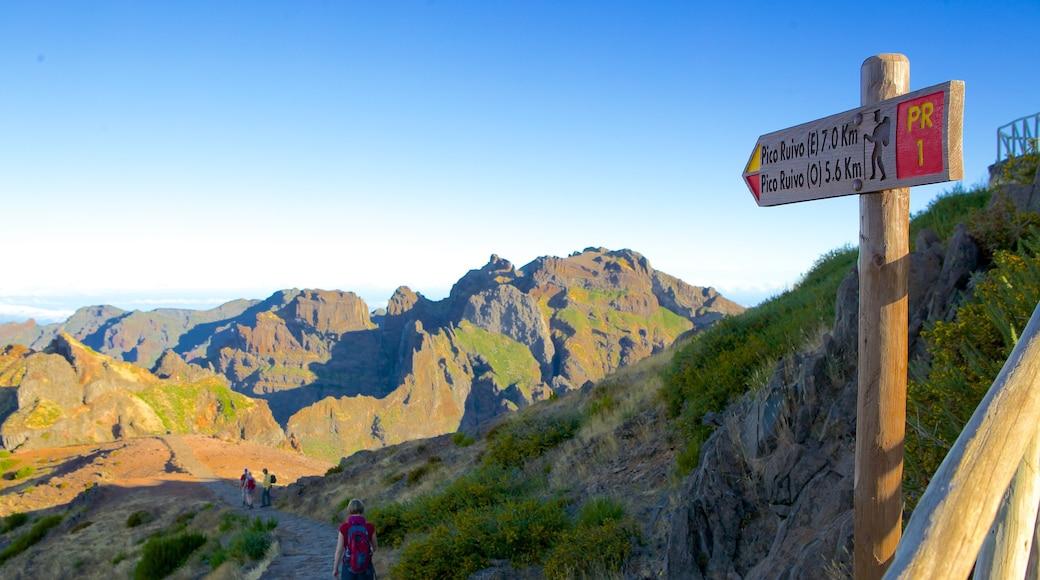 Pico do Ariero toont bewegwijzering en bergen