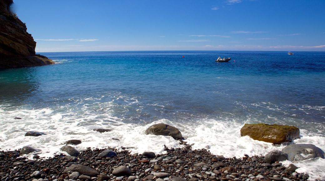 Praia dos Reis Magos bevat een kiezelstrand, landschappen en algemene kustgezichten