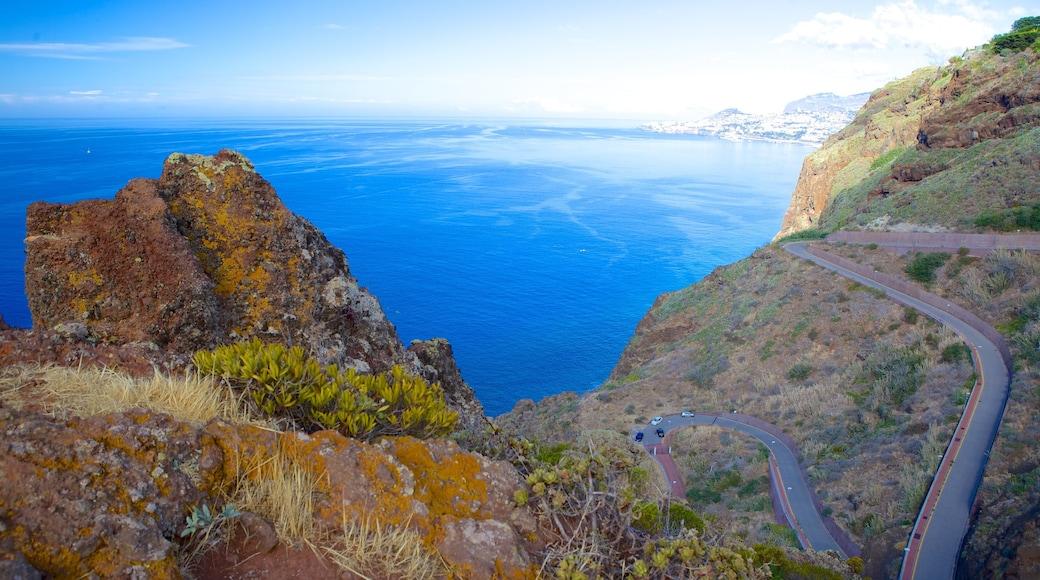 Ponta da Oliveira toont rotsachtige kustlijn, landschappen en algemene kustgezichten